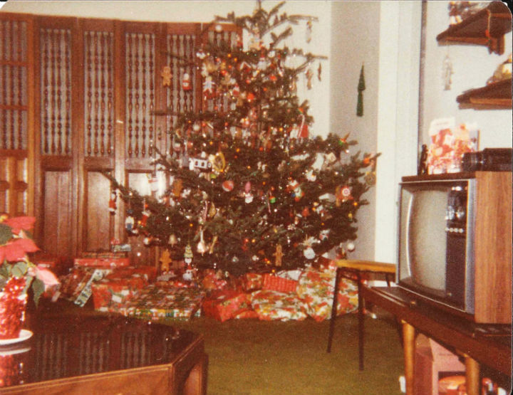 Man Kept Exs Christmas Gift Unopened for 47 Years, Until Wife Had Enough